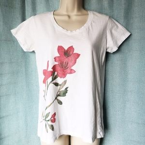 Uniqlo Red Watercolor Flowers White T-Shirt - Med